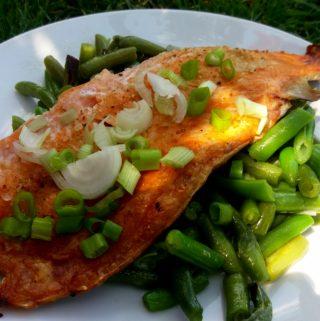 Lehký oběd – pečený lososovitý pstruh s fazolkami