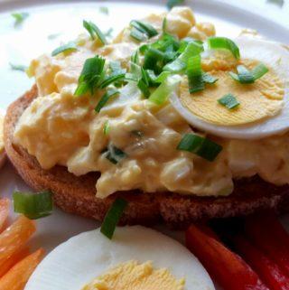Lahůdková vajíčková pomazánka s tvarůžky