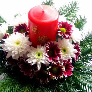 Štědrovečerní svícen z živých květin