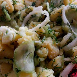 Opravdu lehký bramborový salát s okurkou a koprem